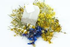 Lecznicze rośliny herbaciana torba Obrazy Royalty Free