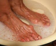 Leczniczy stopy skąpanie pedicure Medyczna higieniczna procedura umyć stopy Fotografia Stock