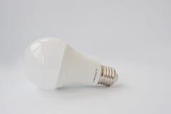 LED在白色背景的电灯泡120 V 12瓦特E27 库存照片