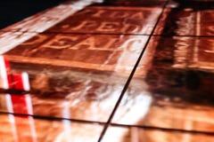 LED地板技术和金黄样式电子反射 图库摄影