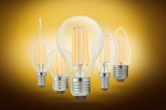 LED细丝电灯泡(E27) 免版税库存照片