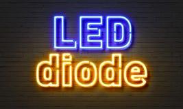 LED-Diodenleuchtreklame auf Backsteinmauerhintergrund Lizenzfreies Stockfoto