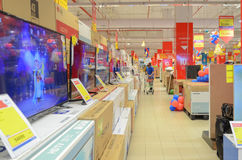 LED-Fernsehen für Verkauf im Supermarkt Stockbilder