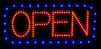 LED-geöffnetes Zeichen Stockfoto