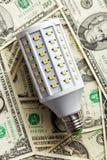 LED-Glühlampe mit amerikanischen Dollar Stockfoto