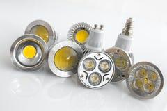 LED GU10 e E14 con differenti chip, dispositivi di raffreddamento ed ottica Fotografie Stock