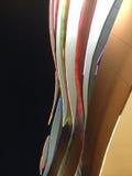 LED-Licht auf Kurvenlinie Fassade Stockfotos