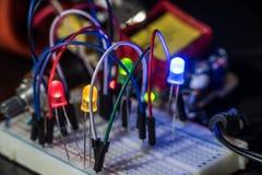 LED luminoso y componentes electrónicos Foto de archivo libre de regalías