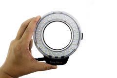 LED-Makroring in der Mannhand Stockbild