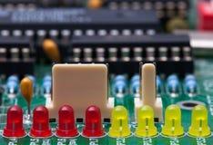 LED rojo y amarillo en el circuito fotos de archivo