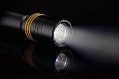 LED-Taschenlampe mit Strahlnlicht Stockbilder