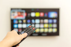 LED TV astuta ed il telecomando Fotografia Stock