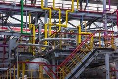 Leda i rör raffinaderiet Royaltyfri Foto