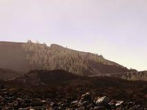 ledande öppen vägteide tenerife till vulkan Slingrig bergväg i härligt landskap på Tenerife som visar vulkan Teide Royaltyfri Foto