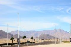 ledande bergväg till Egypten i December Öken, tomhet och ensamhet fotografering för bildbyråer