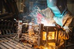 Ledar- bära en fabrik för maskeringsdanandesvetsning Royaltyfria Foton