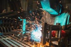 Ledar- bära en fabrik för maskeringsdanandesvetsning Royaltyfri Foto