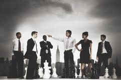 Ledare Concept för Cityscape för schack för affärsfolk Royaltyfria Bilder