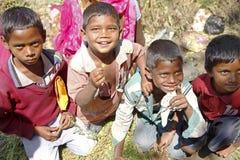 Ledare: Grupp av det indiska pojkeleendet Royaltyfria Bilder