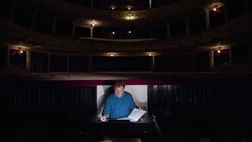 Ledare i en orkester Pit Studies Sheet Music Royaltyfri Foto