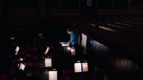 Ledare i en orkester Pit Studies Sheet Music Royaltyfri Fotografi