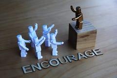 Ledare som ger ett motivational anförande Arkivbilder