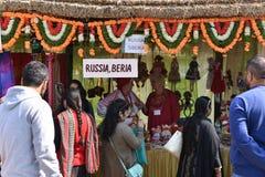 Ledare: Surajkund Haryana, Indien: Det internationella hantverket shoppar i den 30th internationella hantverkkarnevalet Arkivfoton