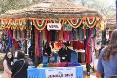 Ledare: Surajkund Haryana, Indien: Det internationella hantverket shoppar i den 30th internationella hantverkkarnevalet Arkivbilder