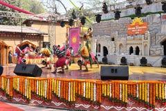Ledare: Surajkund Haryana, Indien: Februari 06., 2016: Lokala konstnärer från Karnataka som utför dans i den 30th internationalen Royaltyfri Foto