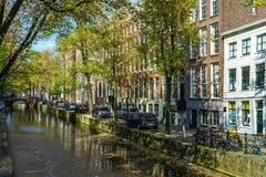 Ledare: 7th Maj 2017: Amsterdam Holland: Solig dag för vår in Arkivfoto