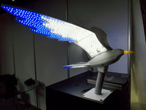 Ledd fågelvinge i Ecolighttech asia 2014 Arkivbild