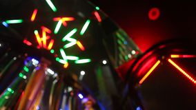 Ledd ljus garnering i baren stock video