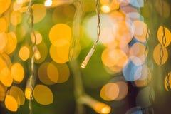 LEDD ljusgirland, färgrika ljusa kulor på en bokehbakgrund Arkivfoton
