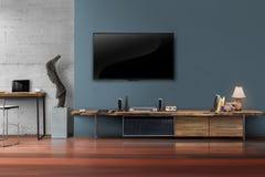 Ledd tv på mörker - blå vägg med trätabellen i vardagsrum royaltyfri fotografi