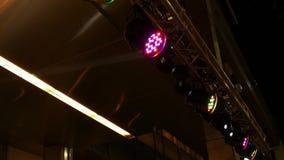 LEDDE etappljus som exponerar på showen stock video