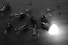 LEDDE och glödande lampor Arkivbilder