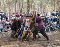 Leden van de jaarlijkse wederopbouw van het leven van VikingsMembers van de jaarlijkse wederopbouw van het leven van de Vikingen  Royalty-vrije Stock Afbeelding