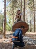 Leden van de jaarlijkse wederopbouw van het leven van VikingsMembers van de jaarlijkse wederopbouw van het leven van de Vikingen  Stock Afbeelding