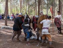 Leden van de jaarlijkse wederopbouw van het leven van VikingsMembers van de jaarlijkse wederopbouw van het leven van de Vikingen  Royalty-vrije Stock Foto