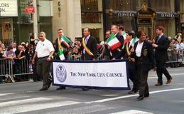 Leden van raad NYC over parade. Stock Afbeeldingen