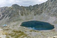 Ledenoto从穆萨拉峰峰顶, Rila山的Ice湖 库存图片