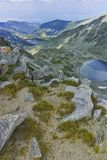 Ledenoto从穆萨拉峰峰顶, Rila山的Ice湖 免版税库存图片