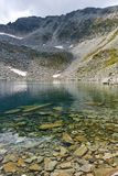 Ledenoto Ice湖和穆萨拉峰锐化, Rila山 图库摄影