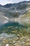 Ledenoto Ice湖和穆萨拉峰锐化, Rila山 免版税库存照片