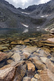 Ledenoto Ice湖惊人的看法和穆萨拉峰锐化, Rila山 库存图片