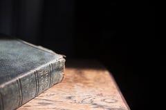 Leder deckte Bibel ab Lizenzfreies Stockbild