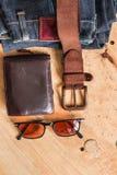 Leder und Jeans für Reise Stockfotos