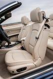 Lederne Fahrersitze in Luxussportscar Lizenzfreies Stockfoto