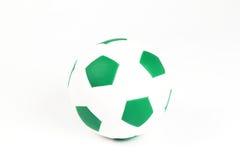 Lederne Fußballkugel getrennt auf Weiß Lizenzfreie Stockfotografie