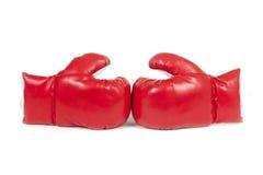 Lederne Handschuhe des roten Verpackens. Lizenzfreies Stockbild